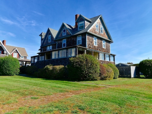 Check Expedia for Availability of W6112 Press 7 Bedrooms 3.5 Bathrooms Home