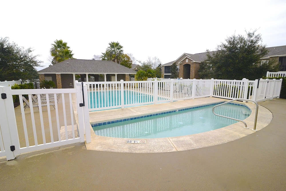 Pool, Perfect Location For Shopper, Short Walk To The Shops , Late Summer Fun Enjoy