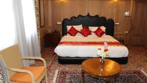1 bedroom, premium bedding, minibar, in-room safe