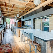 Huge Downtown Luxurious Loft in Historic Building, Secluded Courtyard