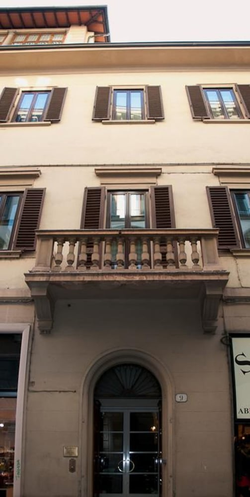 Front of Property, Residenza dei Pucci