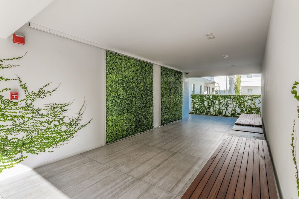 Beach Haus Key Biscayne 3 5 Out Of 0 Garden View Interior Entrance