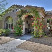 Luxurious Desert Villa w/ 4 Bed & Private Pool - Scottsdale at Your Fingertips!