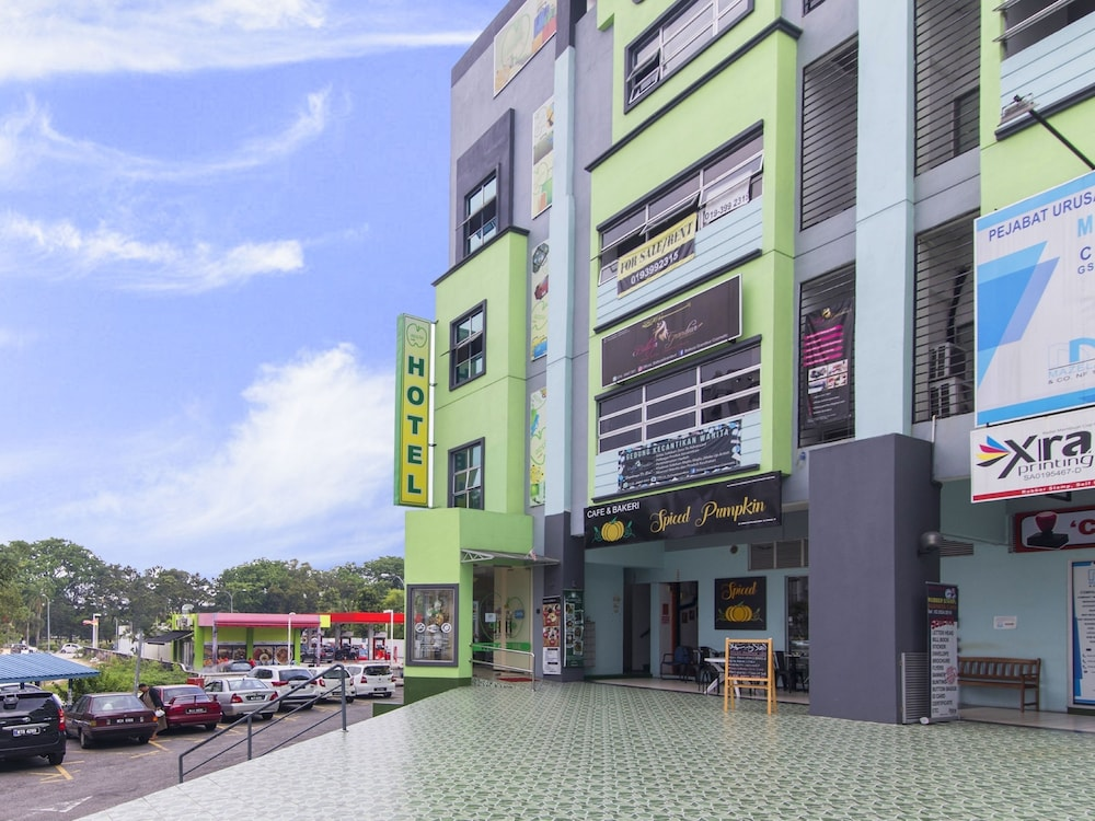 Oyo 328 Apple Hotel Shah Alam In Kuala Lumpur Hotel Rates Reviews On Orbitz