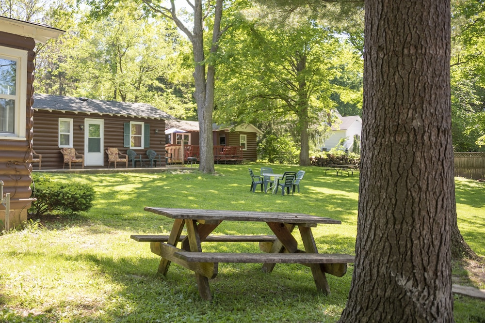 Property Grounds, Corner Cabin Pet Friendly Williams Bay on Geneva Lake