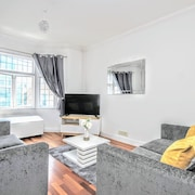 Celebrity Apartments - Queens Square