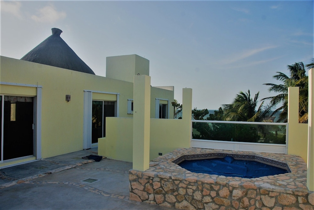 , Luxury Beachfront 3 Bedroom House With Casita