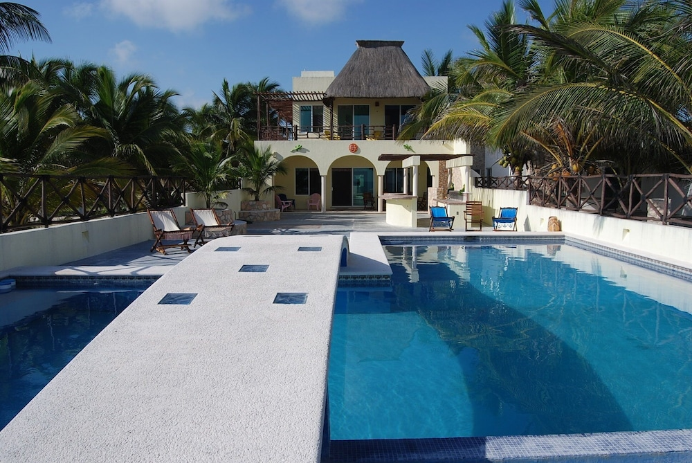 Pool, Luxury Beachfront 3 Bedroom House With Casita