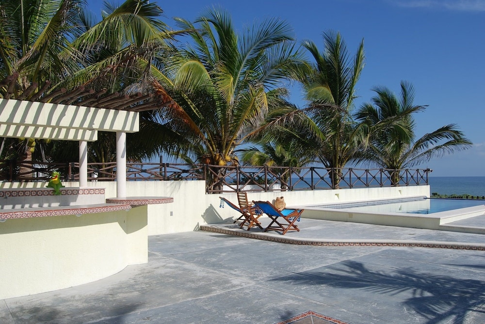 Property Grounds, Luxury Beachfront 3 Bedroom House With Casita