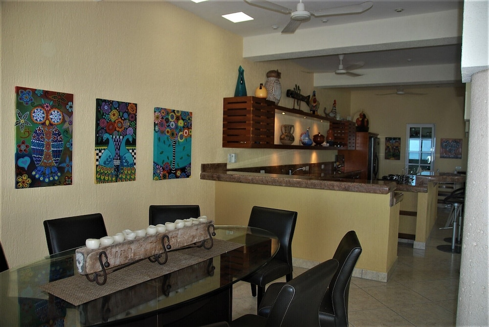 Private Kitchen, Luxury Beachfront 3 Bedroom House With Casita