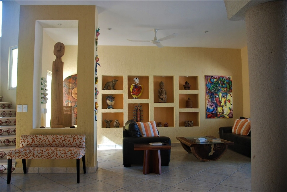 Living Room, Luxury Beachfront 3 Bedroom House With Casita