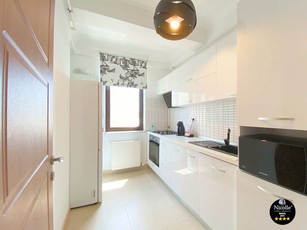 Private Kitchen, Deluxe Nicolle Solid Residence Mamaia