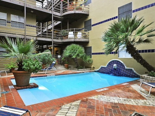 Downtown Austin Condo With Pool Access and Free Parking (USA 24130858 4.3) photo