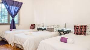 4 bedrooms, premium bedding, down comforters, iron/ironing board