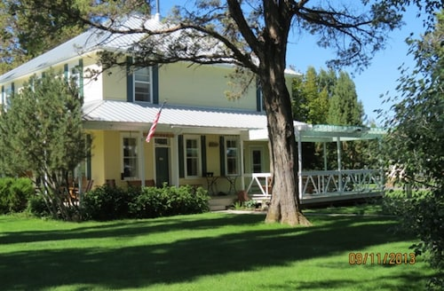 Great Place to stay Long Hollow Guest Ranch near Sisters