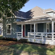 Charming Bungalow Located Ideally to the Bentonville Square & Bike Trails