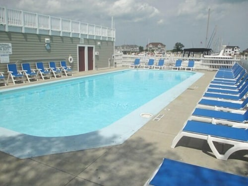 Pool, Perfectly Located New Buffalo Condo With Association Pool!