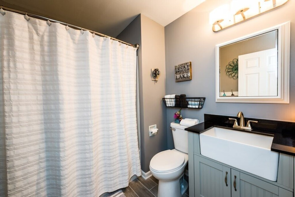 Bathroom, Perfectly Located New Buffalo Condo With Association Pool!