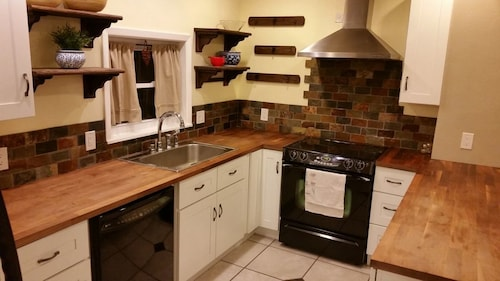 Great Place to stay Best Part of Denver! 3 bd 2 Bath near Denver