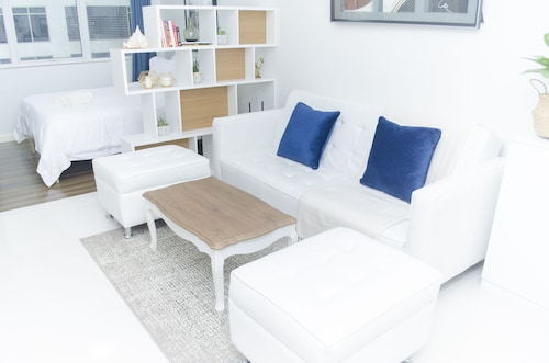 Stylish Apartment at BGC