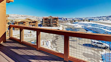 New 3br W/ Mountain Views & Deck 3 Bedroom Condo