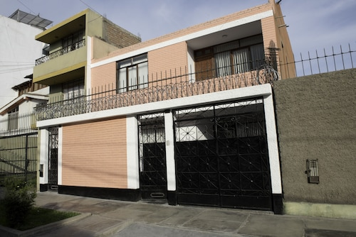 Affordable Hosting in Lima Perú, we can Accommodate12 Guests for This Price