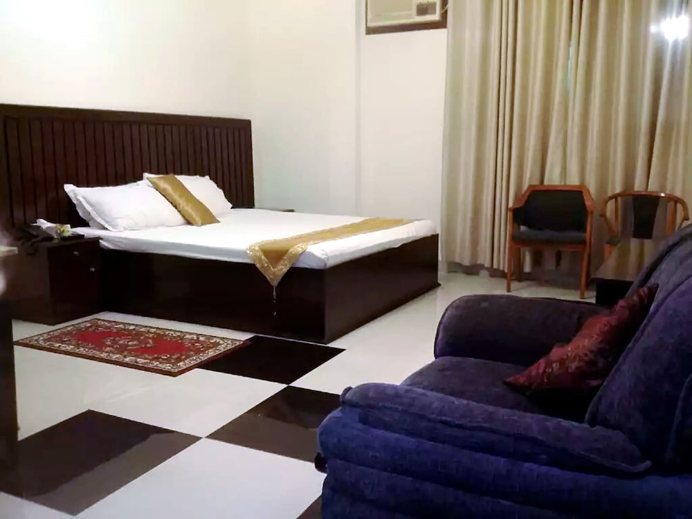 Room, Shaira Garden Resorts