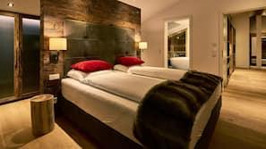 Hochwertige Bettwaren, Zimmersafe, individuell dekoriert, Schreibtisch