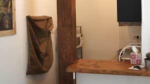 Réfrigérateur, micro-ondes, fourneau de cuisine, machine à expresso