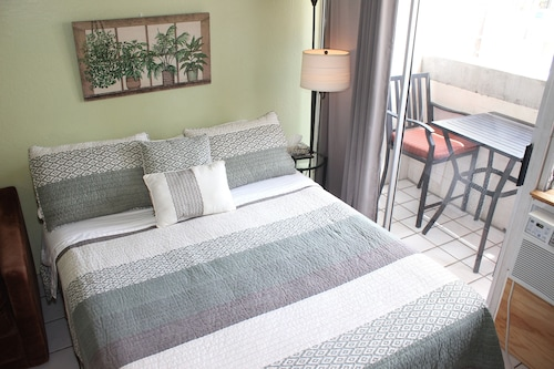 Studio Near Beach With Queen bed and Sofa bed