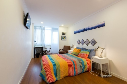 Private Room in Shared Apartment - Cozyplace 23 in Lisbon
