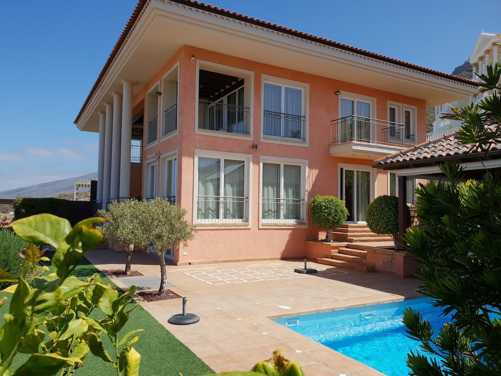 Villa Strelitzia With Private Heated Pool, Counter Current