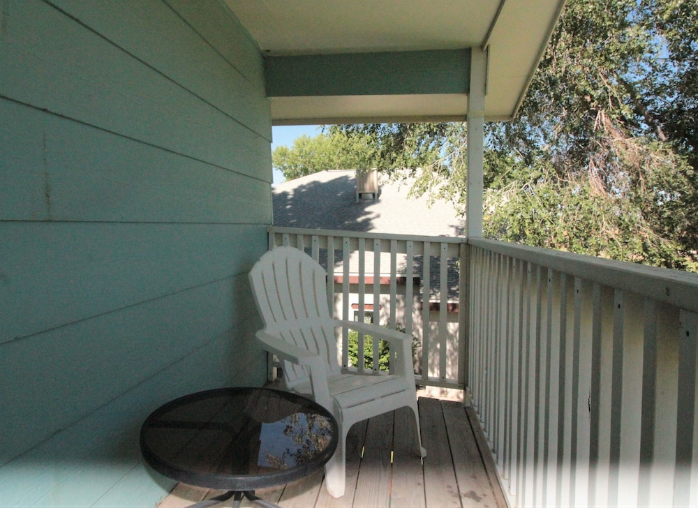 Balcony, Totally Remodeled- All New Furnishings- Backs to Golf Course- Great Base Camp