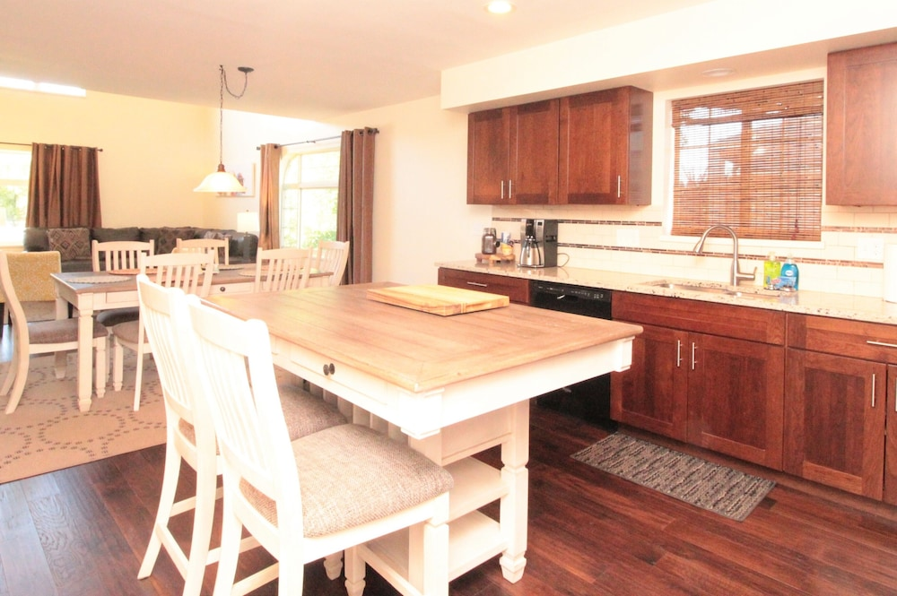 Private Kitchen, Totally Remodeled- All New Furnishings- Backs to Golf Course- Great Base Camp