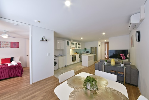 Belmont apartment near Perth City 3404