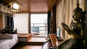 4 ห้องนอน, โต๊ะทำงาน, บริการ WiFi ฟรี