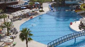2 binnenzwembaden, 2 buitenzwembaden