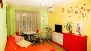 1 bedroom, premium bedding, iron/ironing board, free WiFi