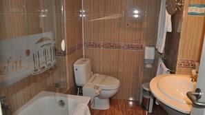 Bañera, bañera profunda y artículos de higiene personal gratuitos