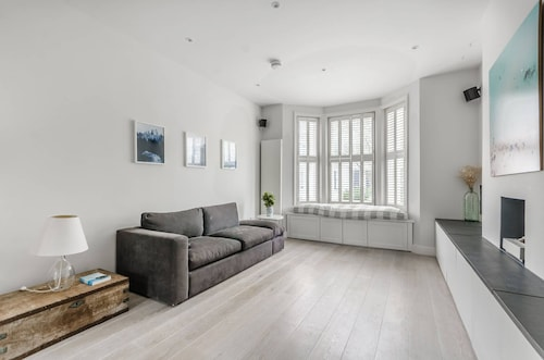 2 Bedroom Chelsea Flat By Thames