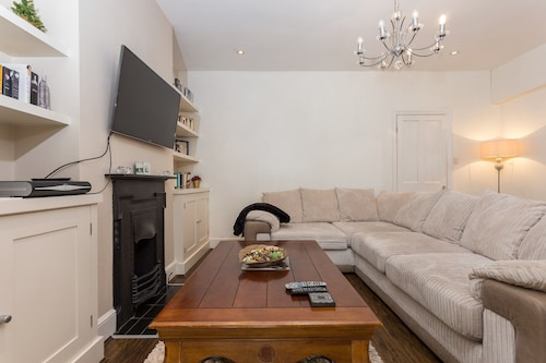 3 Bedroom House In Central Wimbledon