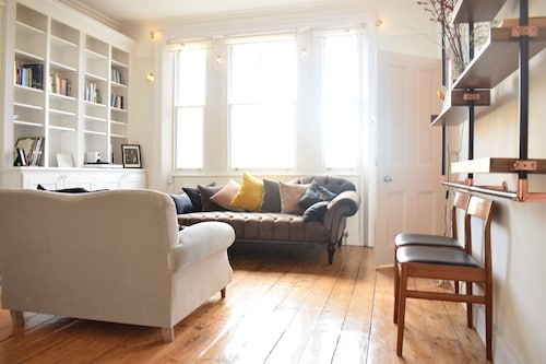 1 Bedroom Primrose Hill Apartment