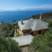 Pelion Homes 2 Cypresses Villa w/ Swimming Pool 150m From the sea