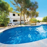 Lovely Holiday Villa. Pool and Beach