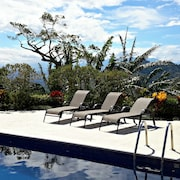 Mountaintop Views, Serenity & Privacy Near Atenas, Close to Pacific Beaches!