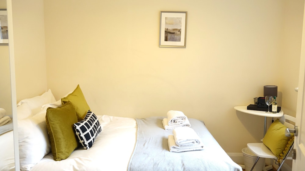 Room, Heathrow Ensuites Rooms