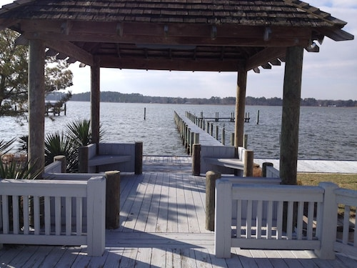 Quiet Waterfront House Sleeps10, Plenty Of Parking, Boat Slip