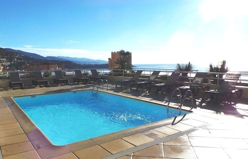 Beautiful Apartment in a Secure Residence 50 Meters From Monaco!