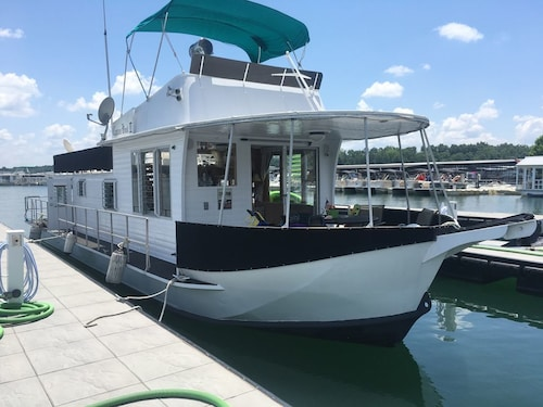 Great Place to stay Hotel On The Water: Houseboat at Lake Lanier near Buford