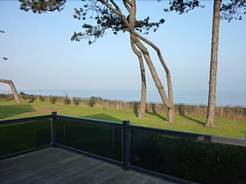 Luxury 2 Bedroom Self Catering Holiday Rental. Beach Front Location With Fantast